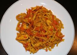 Poulet Curry Nudeln Serviervorschlag